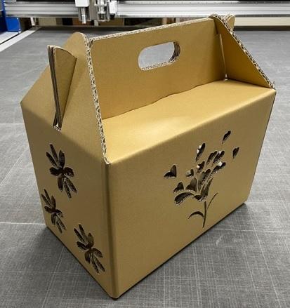 最新のCADと先端機器を活用したオーダーメイドの箱